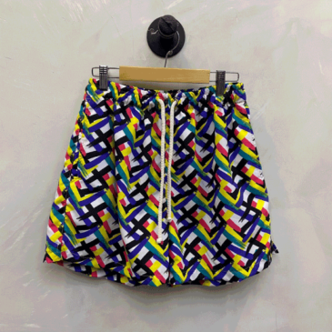 Short estampado abstract colorido cubic