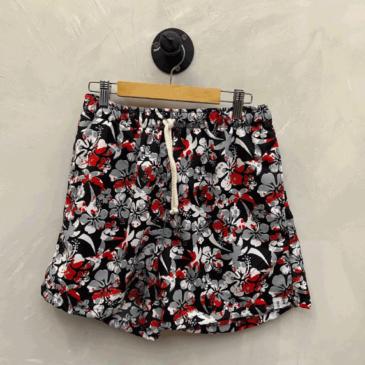 Short negro flores rojas